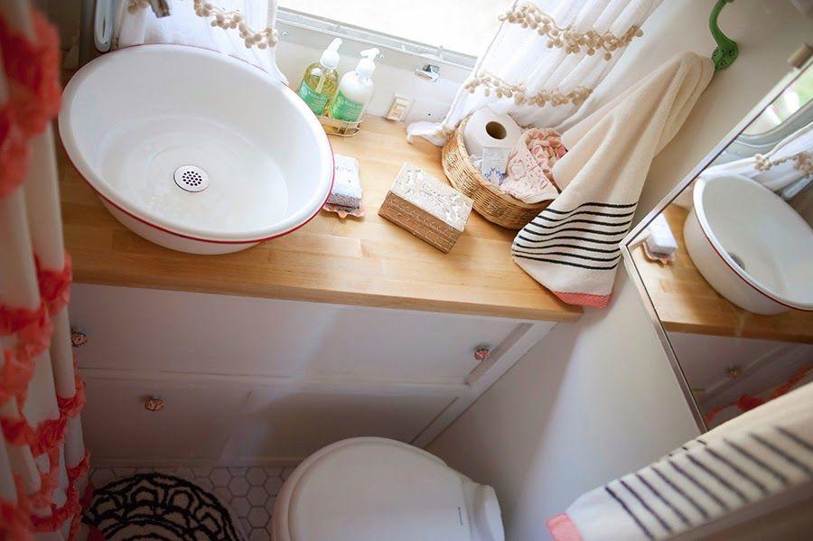 une caravane r tro r nov e camper home pinterest airstream rv bathroom and rv. Black Bedroom Furniture Sets. Home Design Ideas