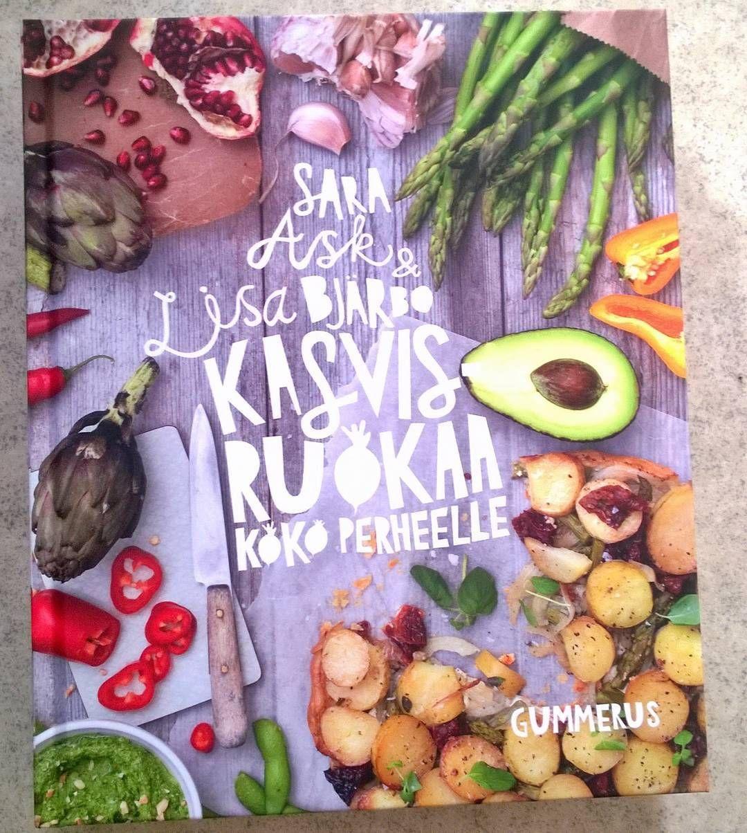 Kasvisruokaa keittokirja. #kasvisruoka #keittokirja #foodlover #ruokablogi #ruoka#kotiruoka #herkkusuu #lautasella #Herkkusuunlautasella