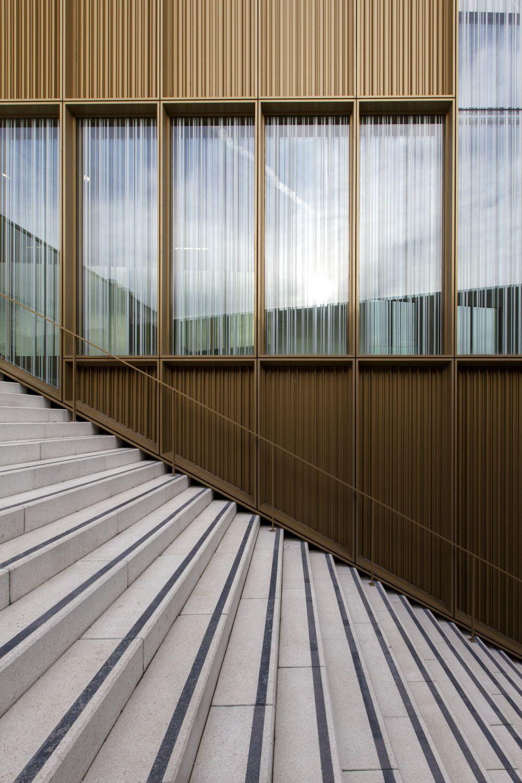Moderne wohnarchitektur goldkiste  kulturzentrum bei paris von os architectes  paris und