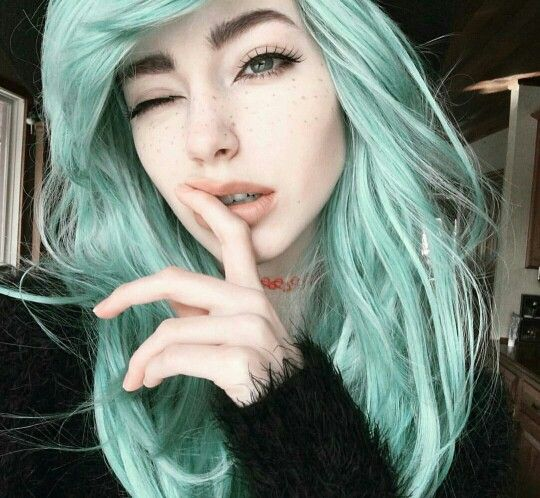 Sarah Marie Karda Beautiful Model Green Hair Colour