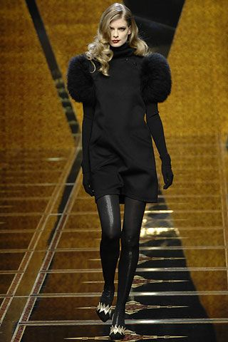 Valentino Fall 2007 RTW - Runway Photos - Fashion Week - Runway, Fashion Shows and Collections - Vogue