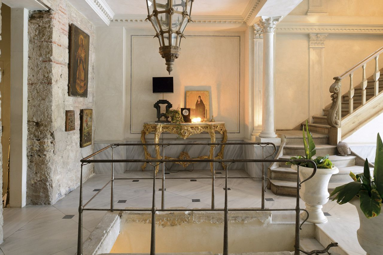 Regal Redesign for Istanbul Home   Foyers, Interiors and Corner