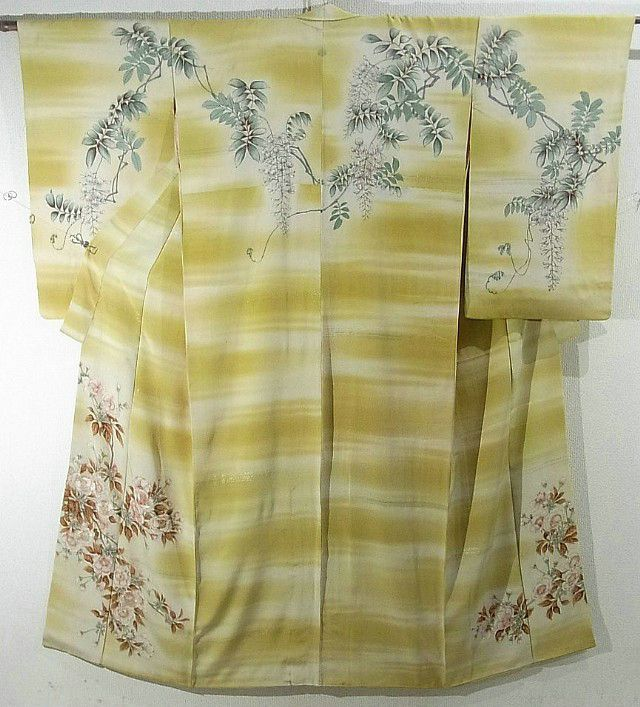 This is a vintage kimono with a design of 'fuji' (wisteria) and 'sakura'(cherry blossom), which is dyed.  'Kasumi'(mist) pattern is also ombre dyed and woven with gold and silver foil threads
