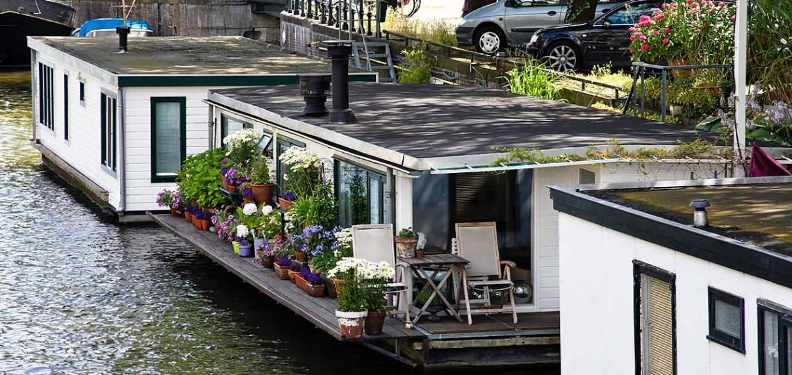 hausboot amsterdam leben wohnen hausboot tr ume unusual homes home und places. Black Bedroom Furniture Sets. Home Design Ideas