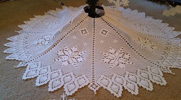 Crochet Pattern For A Christmas Thread Filet Snowflake Tree Skirt