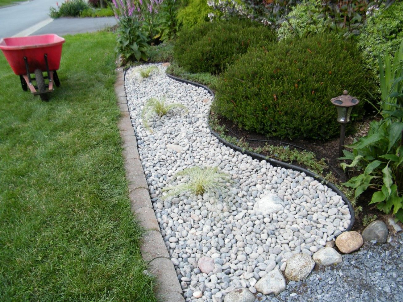 White rocks for landscaping landscaping pinterest for Rock landscaping ideas