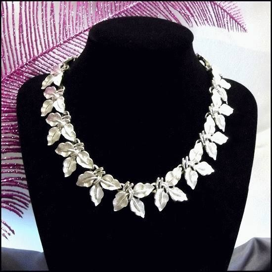Great Vintage Jewelry: Coro Vintage Necklace Elegant Etched Silver Leaves 1950s Jewelry $110