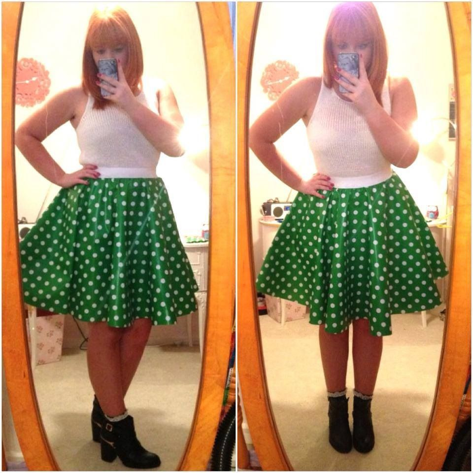 Lady Lace does Glamping - oilcloth over skirt to keep me dry.  Brilliant idea, will be trying this one out myself!