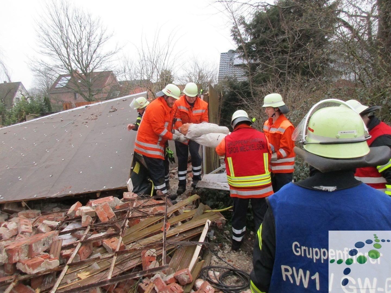 Feuerwehren Proben Ernstfall In Abrissgebaude Feuerwehr Gebaude
