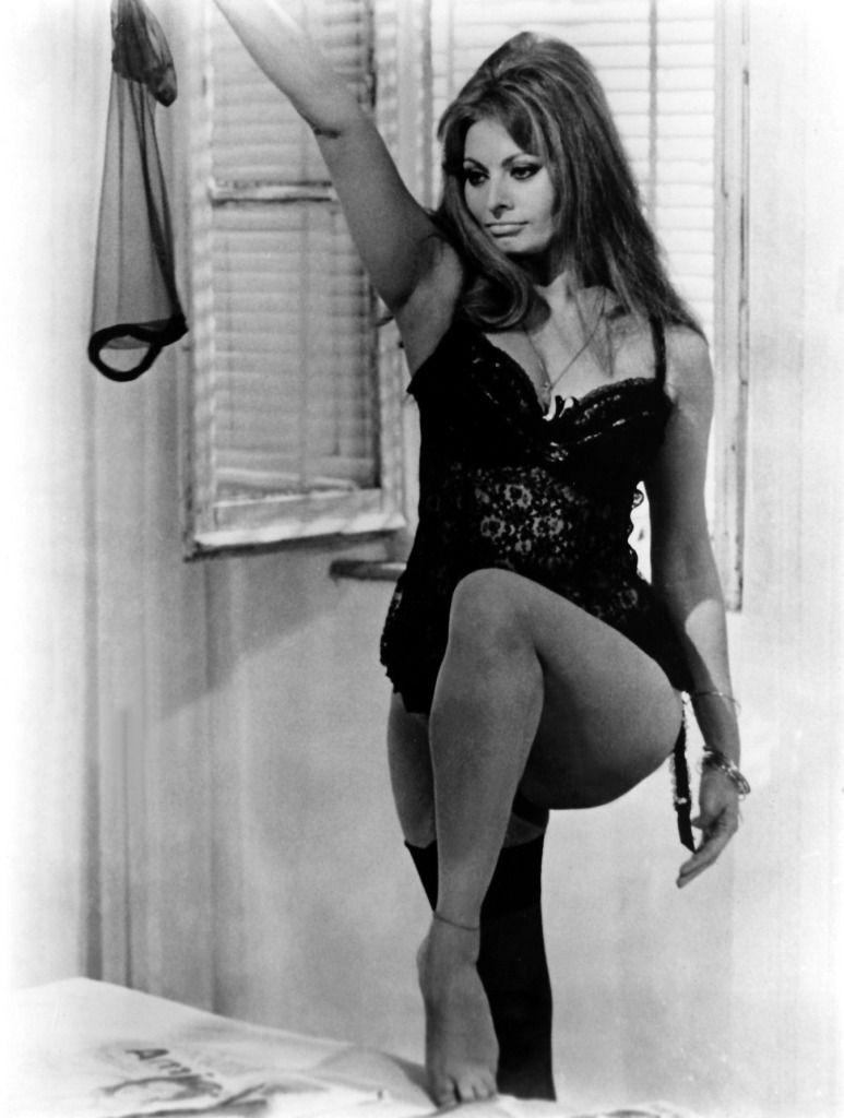 Sophia Loren in Ieri, oggi, domani directed by Vittorio De Sica, 1963