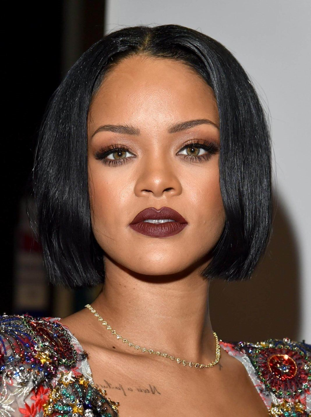 15 Blunt Bob Haircuts Hairstyles That Are Timeless With A Twist Rihanna Hairstyles Rihanna Short Hair Short Hair Styles