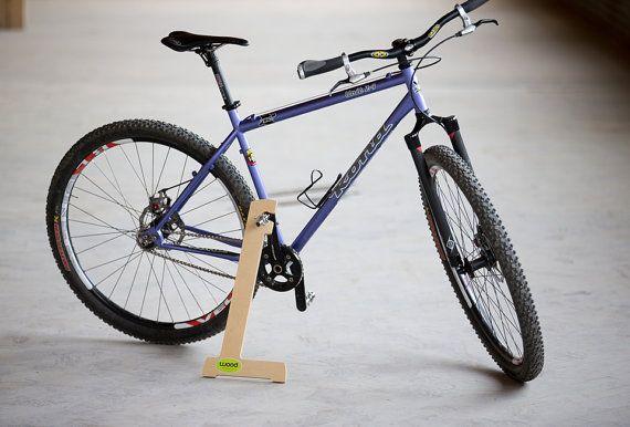 wood bike stand pinterest fahrradst nder holz und fahrr der. Black Bedroom Furniture Sets. Home Design Ideas