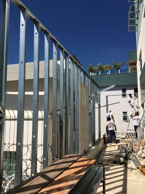 Montagem de #estrutura em #steelframe da equipe #atraconstrucoes em #BeloHorizonte
