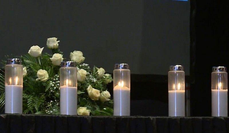 Dan Kada Su Mostar I Hercegovina Zavijeni U Crno U Zrakoplovnoj Nesreci Poginulo Pet Osoba Table Decorations Candles Decor