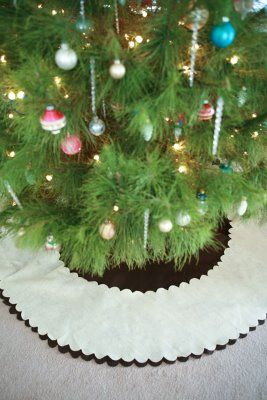 the paper pony: DIY: No-Sew Tree Skirt