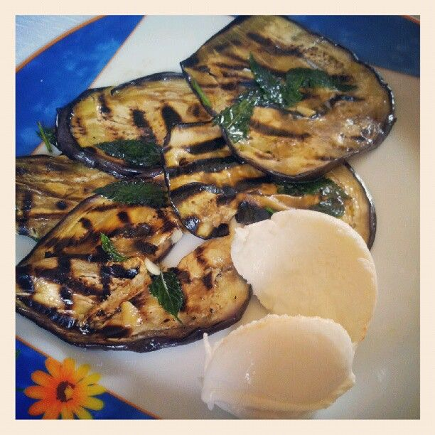 #Sicilia e #Campania a tavola in #Calabria. #Melanzanearrostite e #Mozzarelledibufala. #food #IIdayofCalabria #WhatsHappeningCate  My account on #Instagram... #caterinaagatamaria