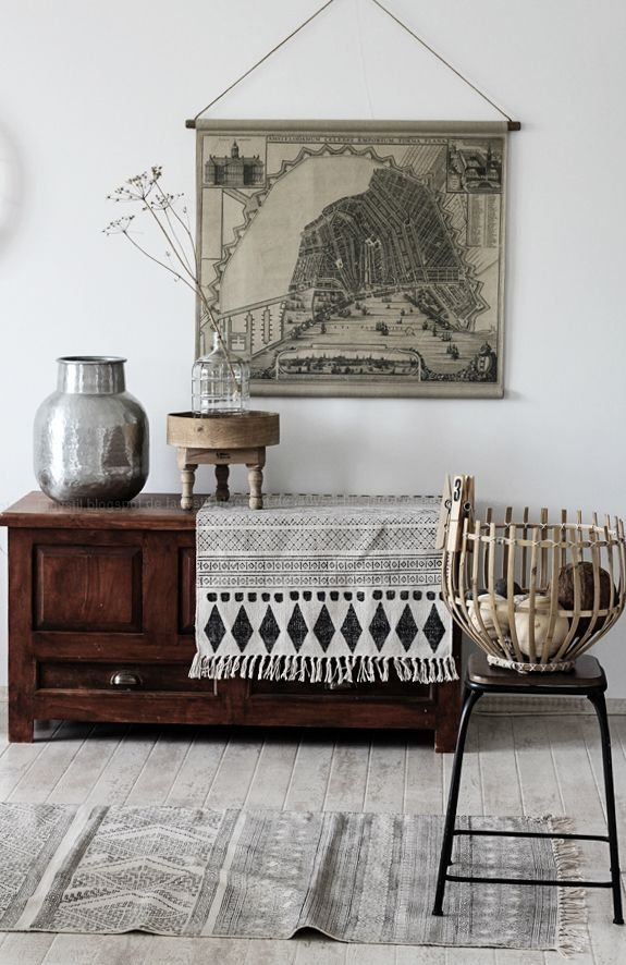 Interiorpost, Schwarz Weiß Holz Einrichtung in Küche, Esszimmer und