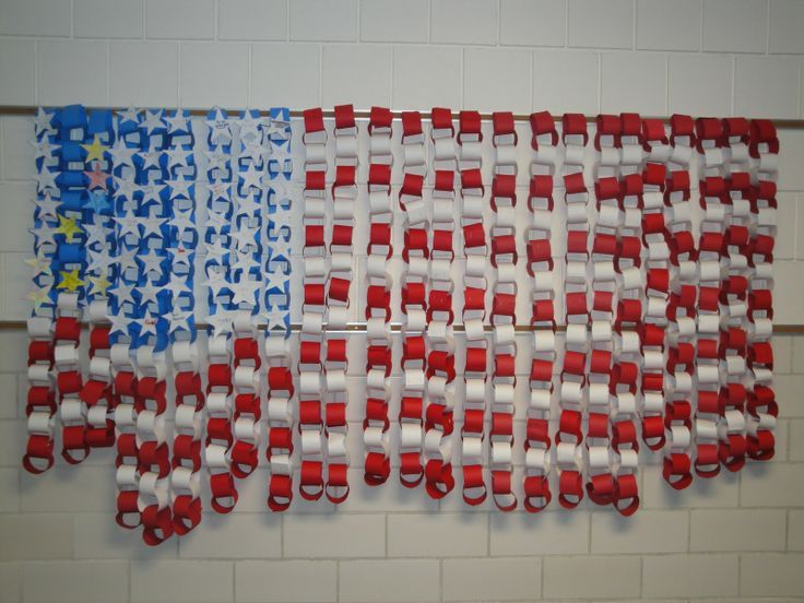 All you need is red, white and blue construction paper to make the chains. What a great wall or bulletin board display for Veterans' Day, 4th of July, Memorial Day, or ANY time you want to show your patriotic side in the school! #veteransdaycrafts