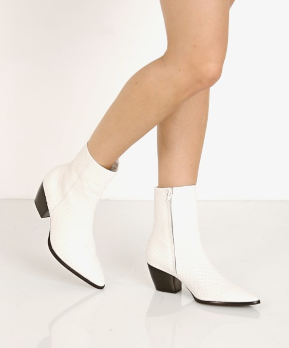 Talking Shoes: Classic or Trend or Both | Boots, Pretty