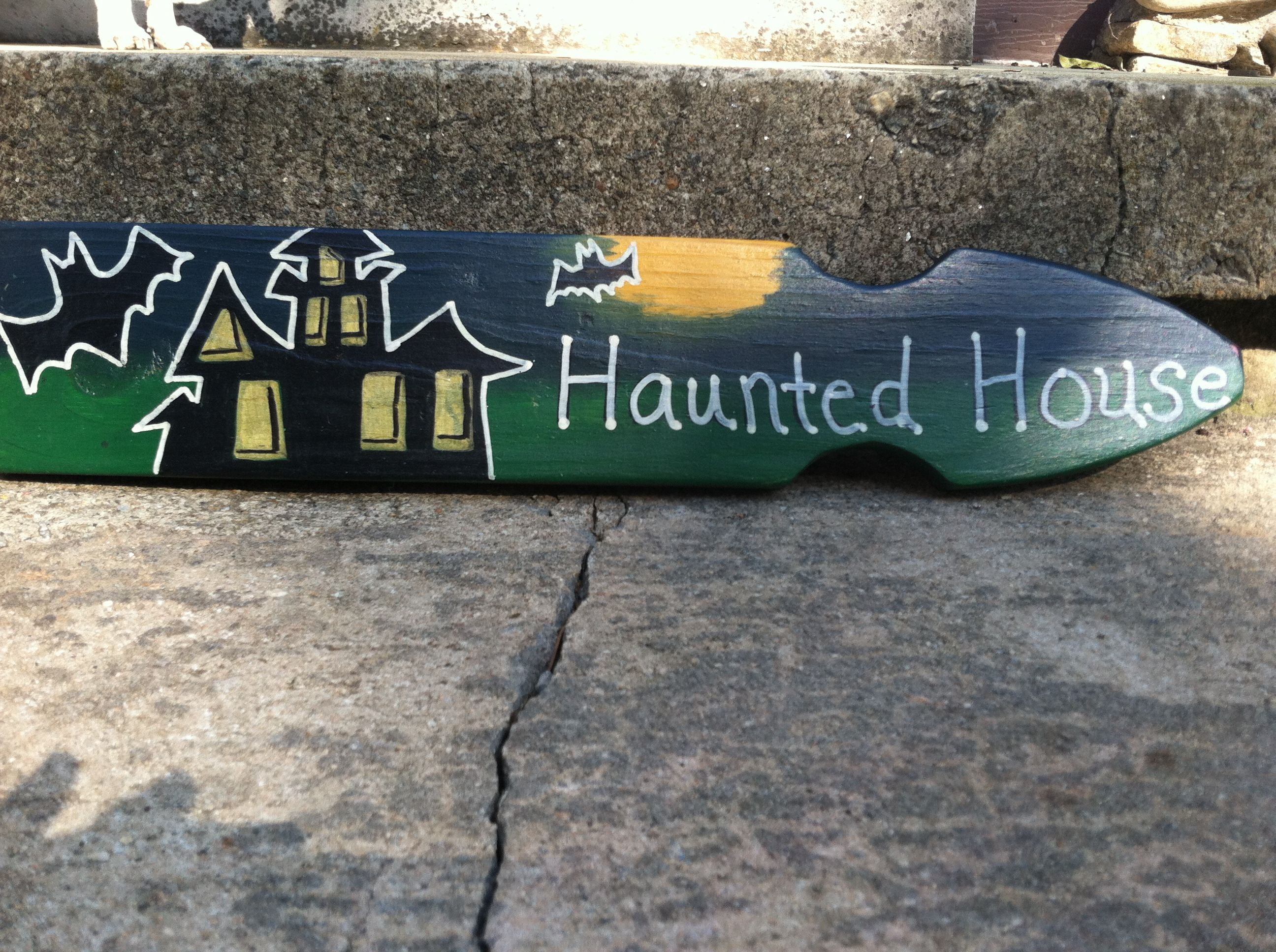 Halloween Hand Painted Wooden Sign By Barn Country Furniture Haunted House Www Barncountryfurnitu Hand Painted Wooden Signs Painted Wooden Signs Wooden Signs