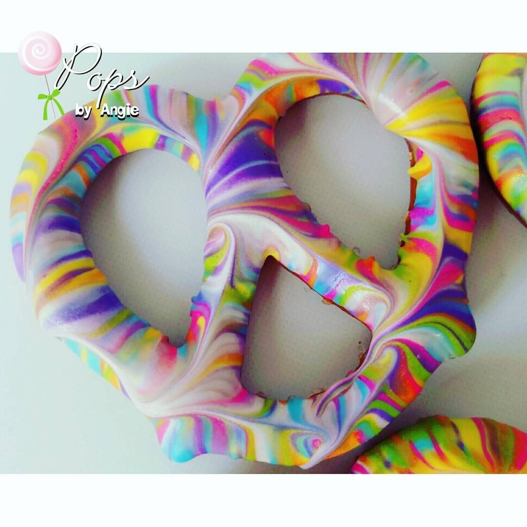 tie dye chocolate covered pretzels for zaila 39 s woodstock 1st birthday summer of love. Black Bedroom Furniture Sets. Home Design Ideas