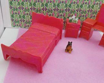 Elegant Marx Schlafzimmer Bett Eitelkeit Hocker Nacht Stehen Traditionelle  Puppenhaus Spielzeug Möbel Hartplastik Fuschia Rosa