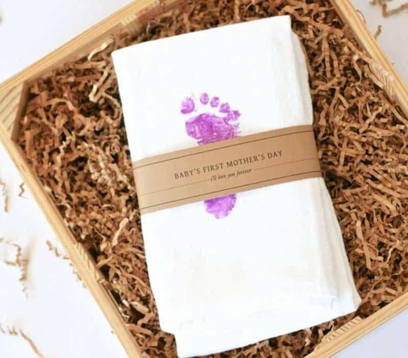 Diy baby footprint tea towels make a great gift for