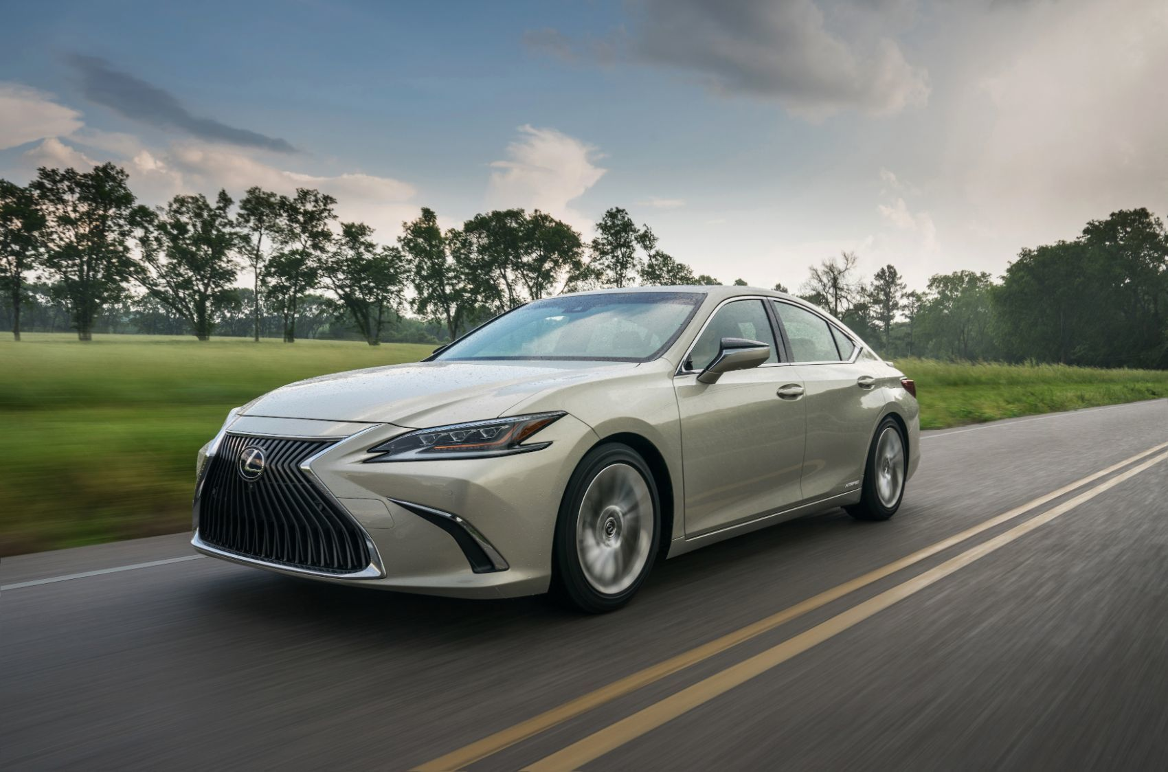 2020 Lexus Es 300h Review Practical Luxurious But Should You Buy It In 2020 Lexus Es Lexus Toyota Alphard