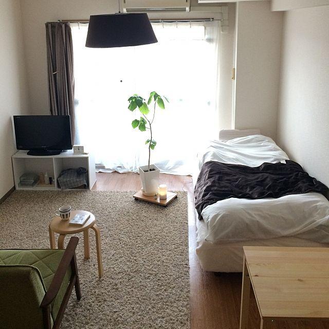 女性で、1Kのスツール/アロマ/シンプル/すっきりとした暮らし/賃貸/無印 良品…などについてのインテリア実例を紹介。「なるべく部屋全体が写るように撮ってみました。