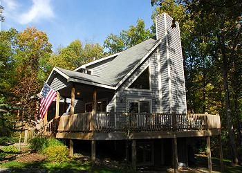 American Pride In The Blakeslee Community Which Has An Indoor Pool Tennis Courts Basketball Co Oakland House Pet Friendly Vacation Rentals Southern Vacations