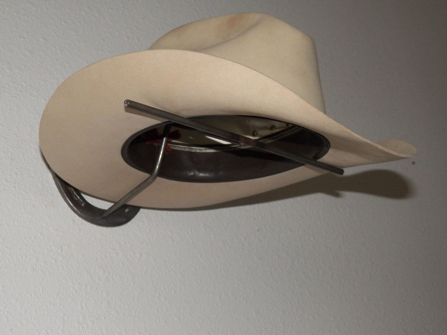 b4fe3307482e0 Horseshoe Cowboy Hat Rack.  20.00