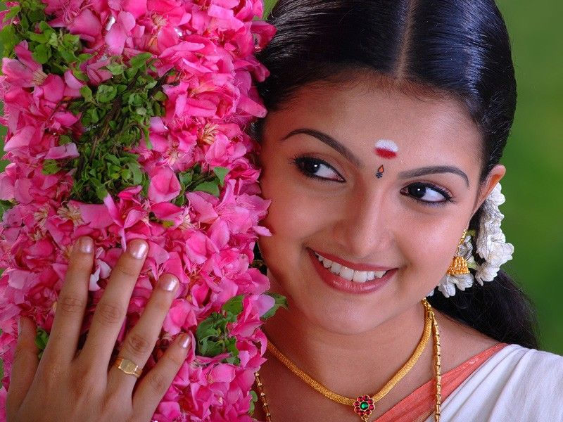 saranya mohan photos download