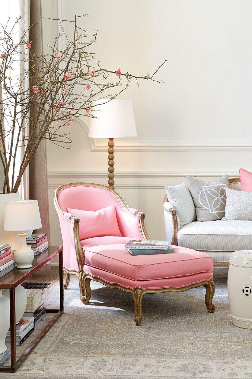 dieser sessel in rosa setzt den wohnbereich richtig in. Black Bedroom Furniture Sets. Home Design Ideas