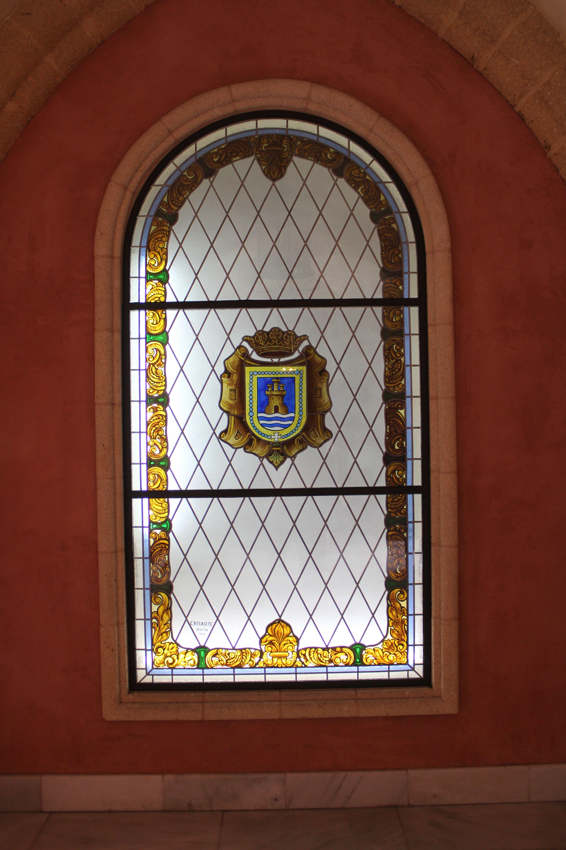 cristalera en el interior del castillo de Luna, sede del ayto de Rota