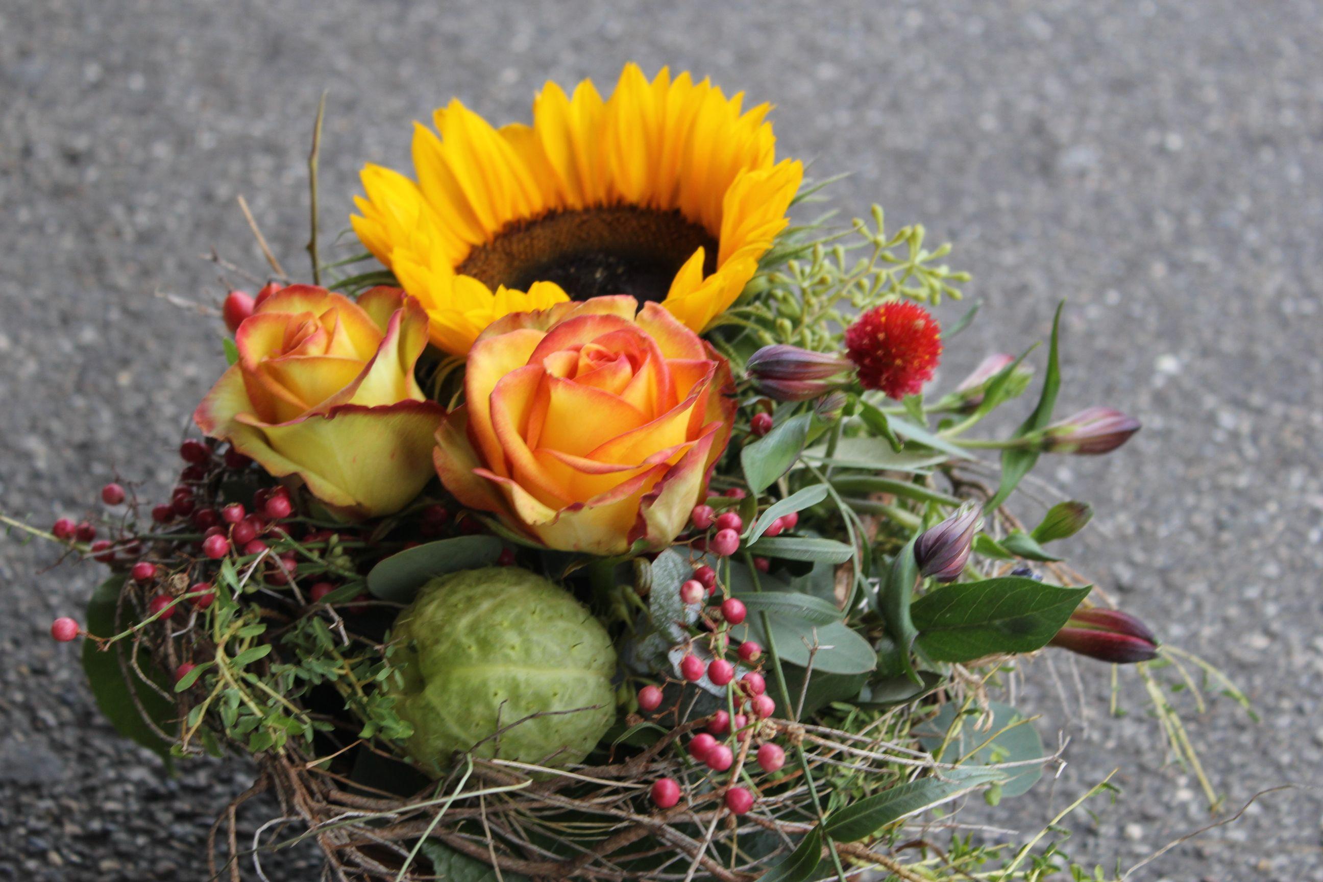 Herbstgesteck Herbstdeko Herbst Gesteck Tischdeko Sonnenblumen Orange Gelb