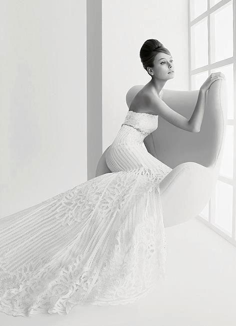 Audrey Hepburn Elegant strapless wedding dress. #LaCasaModerna #Peace #White #Bianco