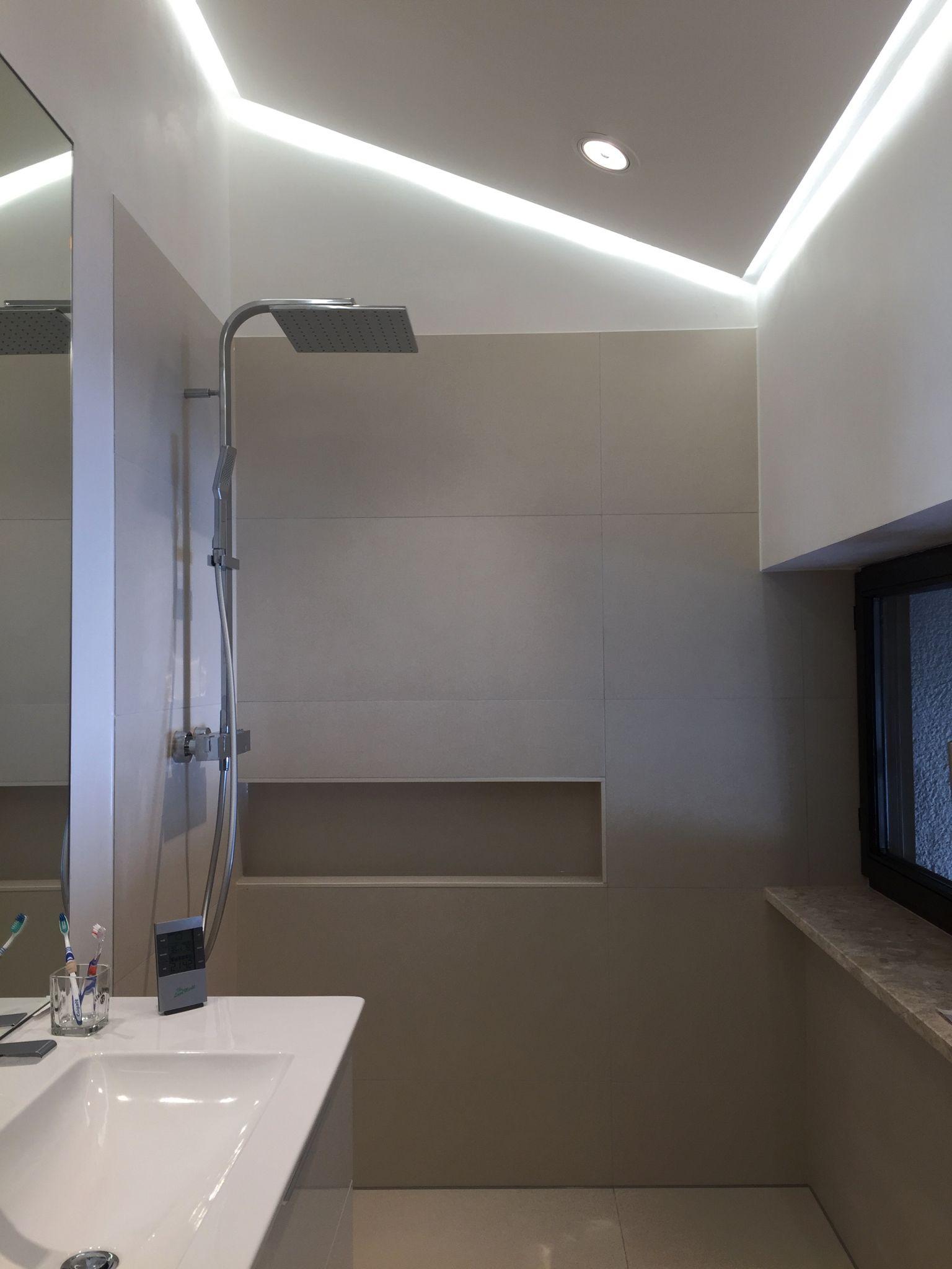 Indirekte Badbeleuchtung über die Decke   Badezimmerbeleuchtung ...