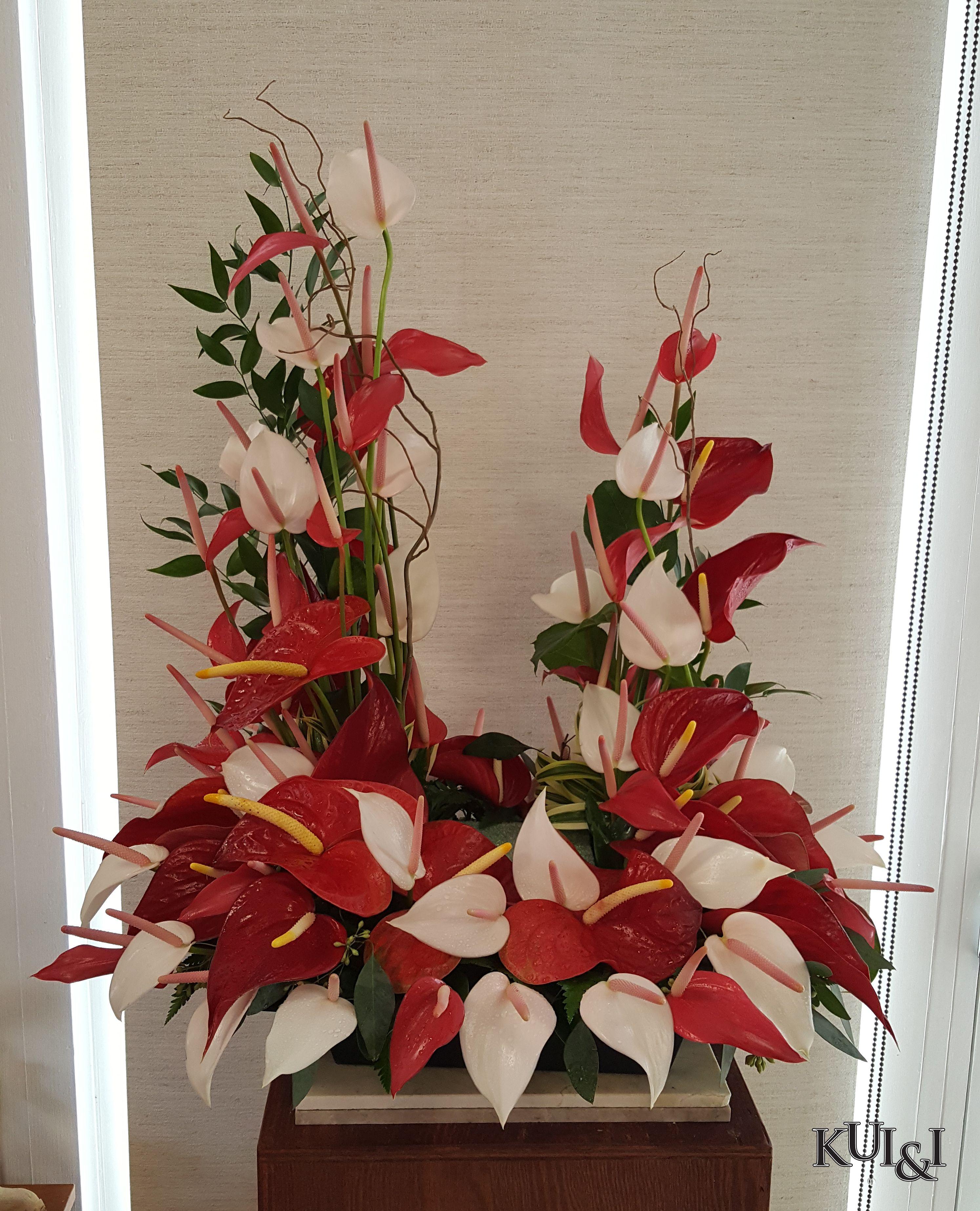 Anthurium Urn Riser Kui I Florist Llc Hilo Hawaii Kuiandiflorist Com Kuiandi Florist Hilo Hawaii Bigis Sympathy Flowers Flower Arrangements Anthurium