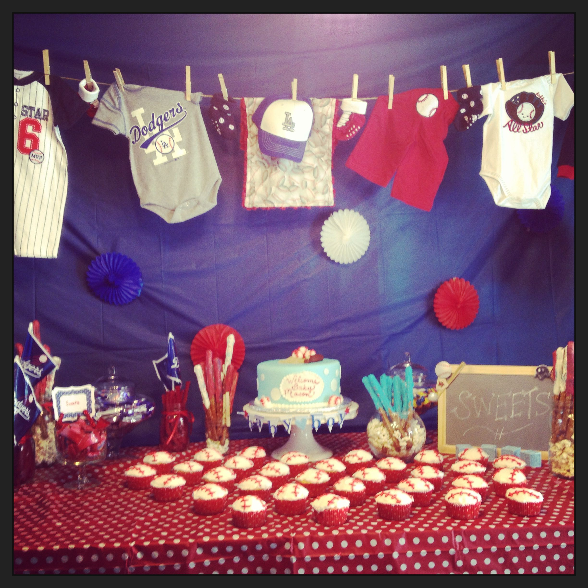 Baseball themes baby shower baby shower ideas for Decoracion deportiva