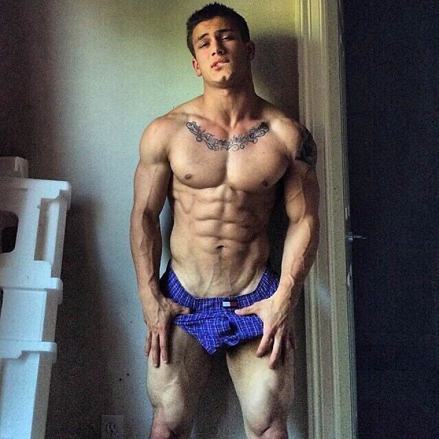 Hot gay bodybuilder