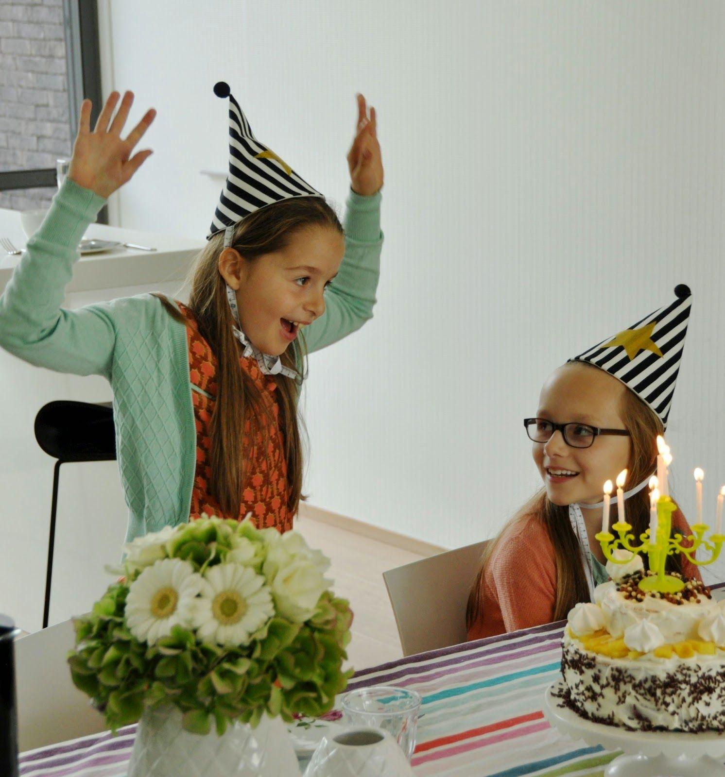Bijna een maand geleden waren ze jarig, die meisjes van me.Ze werden negen en kregen een feest...