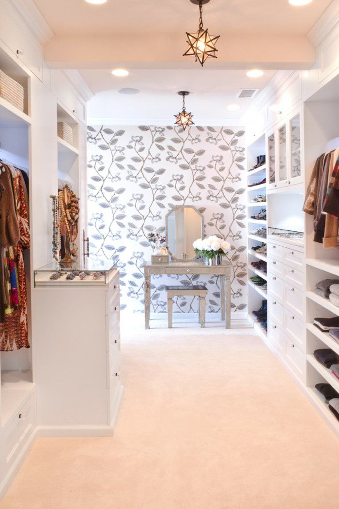 Begehbarer kleiderschrank luxus  Offener begehbarer Kleiderschrank in Weiß System Luxus Ankleide ...
