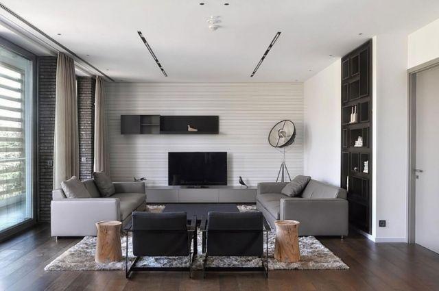 Wohnzimmer Holzboden Graue Möbel Baumstumpf Beistelltisch