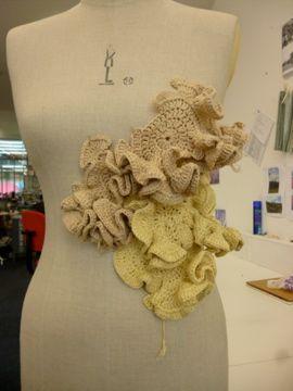 http://thefashioncourse.blogspot.com/2014/08/autumn-leaves-crochet.html