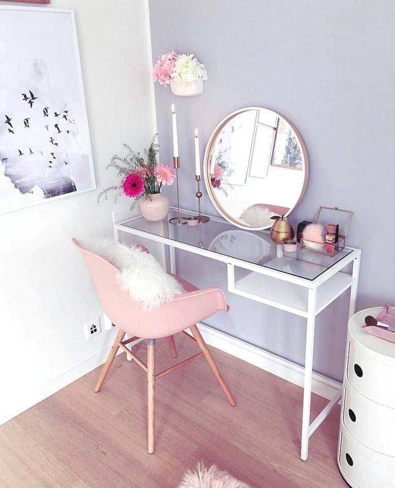 The Flat Lay Co On Instagram The Most Gorgeous Desk Space By Desklifebliss Interior Design Bedroom Small Stylish Bedroom Cute Room Decor