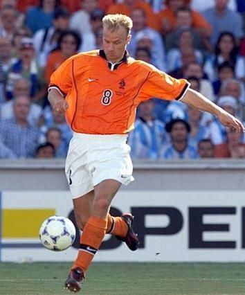 La Naranja Mecánica Holandesa Dennis Bergkamp Leyendas De Futbol Mundial De Futbol Dennis Bergkamp