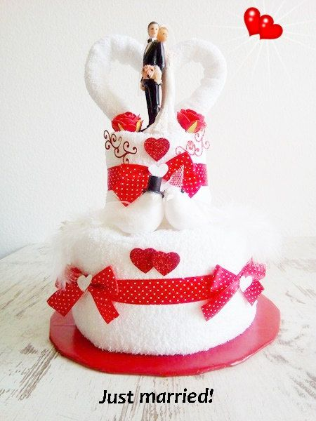 wedding cake from towels wedding cake gift wedding red white bride and groom get married. Black Bedroom Furniture Sets. Home Design Ideas
