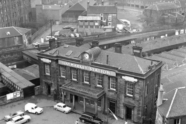 Overview Of Haymarket Station In May 1974 Original Terminus Of Edinburgh Glasgow Mainline Pic Alan Ledgerwo Haymarket Edinburgh Edinburgh Scotland Edinburgh