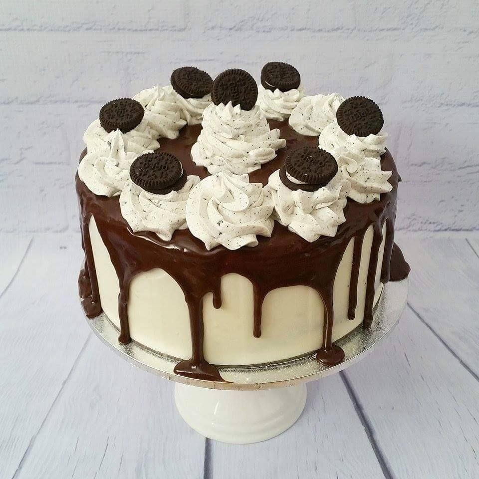 white chocolate ganache covered wedding cake oreo madness cake chocolate mud cake with oreo chunks 27250