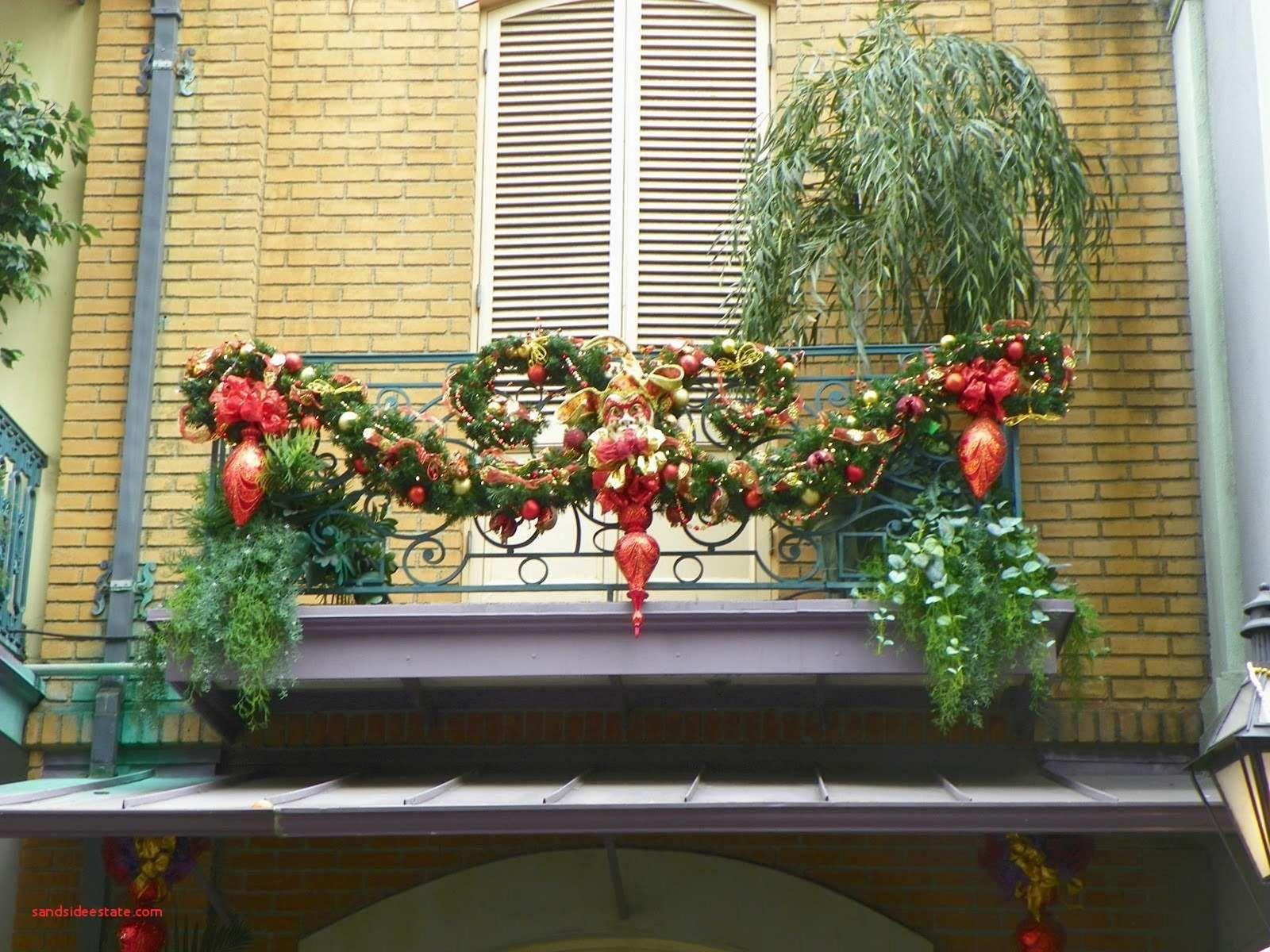 christmas lights decor balcony ideas christmas apartment decorating with christmas lights on christmas balcony decorations apartment patio id=11460